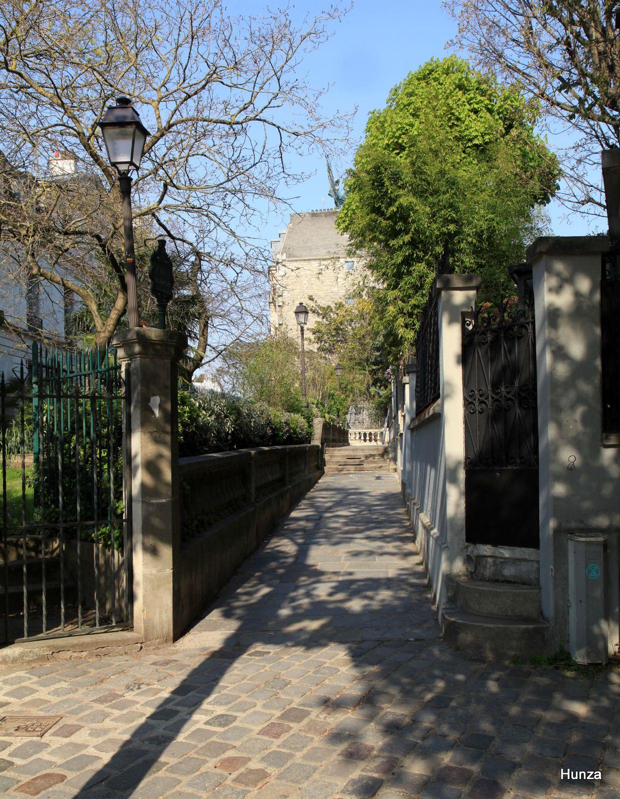 Butte Montmartre, l'Allée des Brouillards