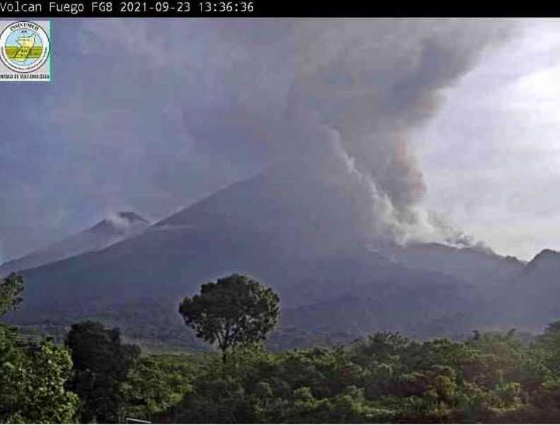Fuego - 23.09.2021 / 13h36 - eruption et coulée pyroclastique  - photo Bulletin spécial Insivumeh