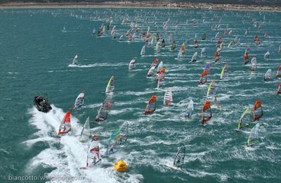 DEFI WIND 2015 : GRUISSAN - 1200 windsurfers vs the storm 50knts wind
