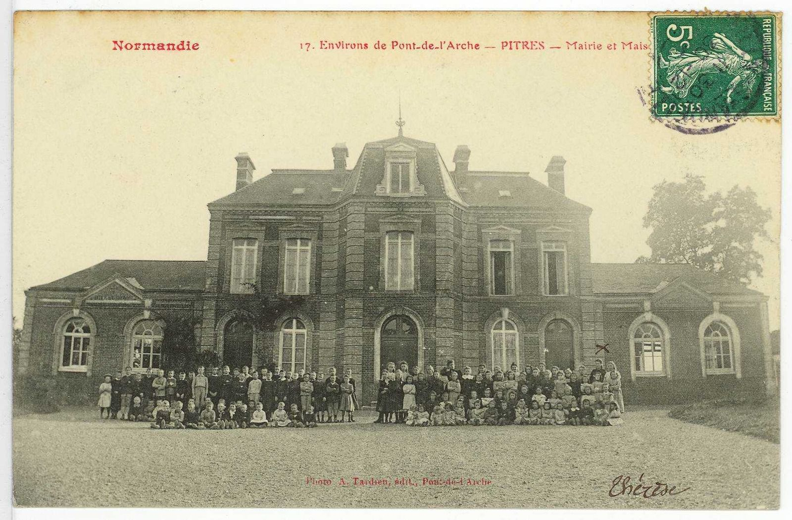Cartes postales issues des collections des Archives départementales de l'Eure. Une capture d'écran de la carte d'état-major accessible sur le site Géoportail.