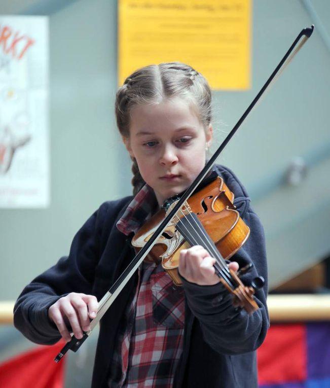 Mit klassischer Musik verzückte die erst neunjährige Geigerin Elin Tyroller mit einer Gavotte.