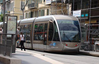 RAIL DES VILLES : bus plutôt que tramways, un choix ancien, commode et peu coûteux.