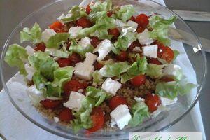 Salade d'été tomates quinoa et feta