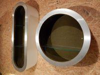 Étagère ronde = 52,5 cm de diamètre X 20 cm de profondeur.