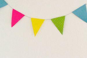 Déco de fête : fanions en papier