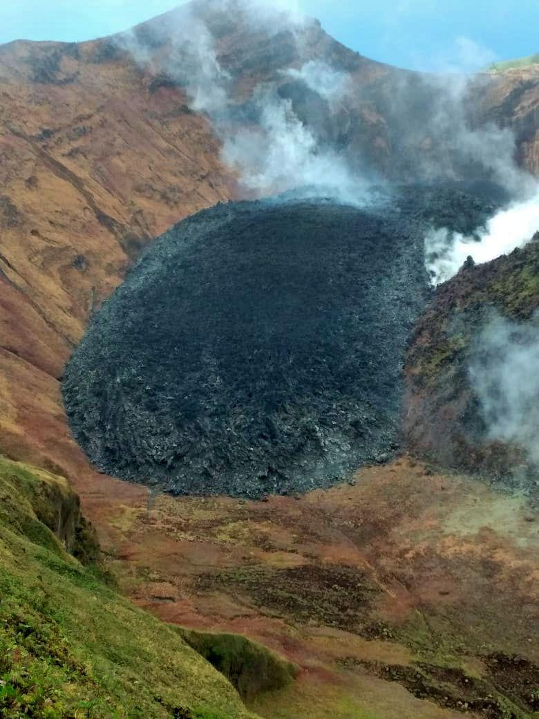 Soufrière de St. Vincent - fumaroles at the new dome - photo 12.02.2021 / Chasford Sandy via NEMO SVG