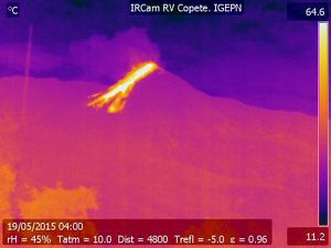 Reventador - Thermal webcam images of 05/17/15 and 19/05/15 - Doc. IGEPN