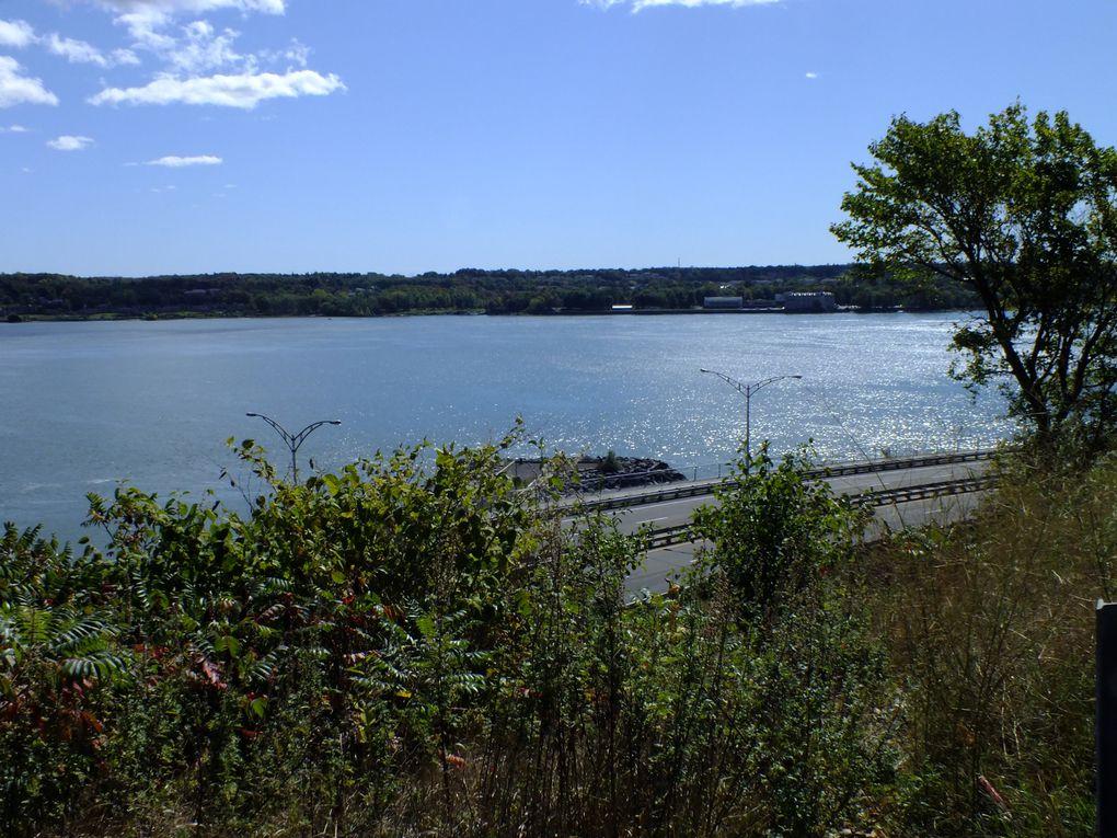 Des petites vacances pour retrouver ma soeur qui y faisait ses études... un pays magique avec des paysages magnifiques et des souvenirs plein la tête... et vive le Québec libre!^^