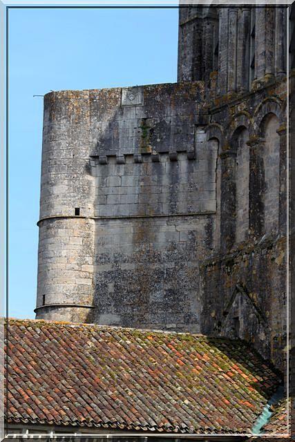 Diaporama abbaye fortifiée de Saint-Amant-de-Boixe