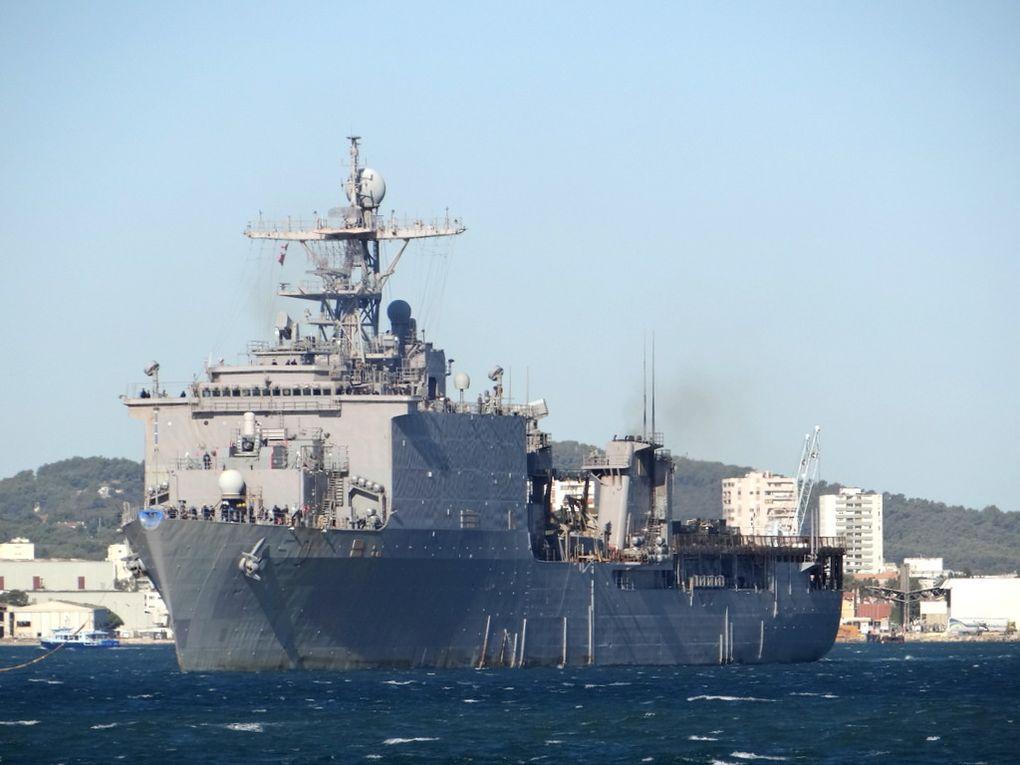 CARTER HALL  LSD50, navire amphibie de la marine américaine , appareillant de Toulon le 11 septembre 2017