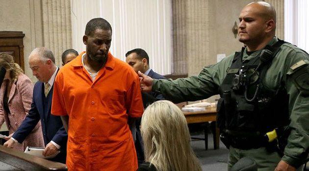 Le chanteur en disgrâce, R. Kelly aurait été attaqué par un autre détenu à l'intérieur de la prison de Chicago