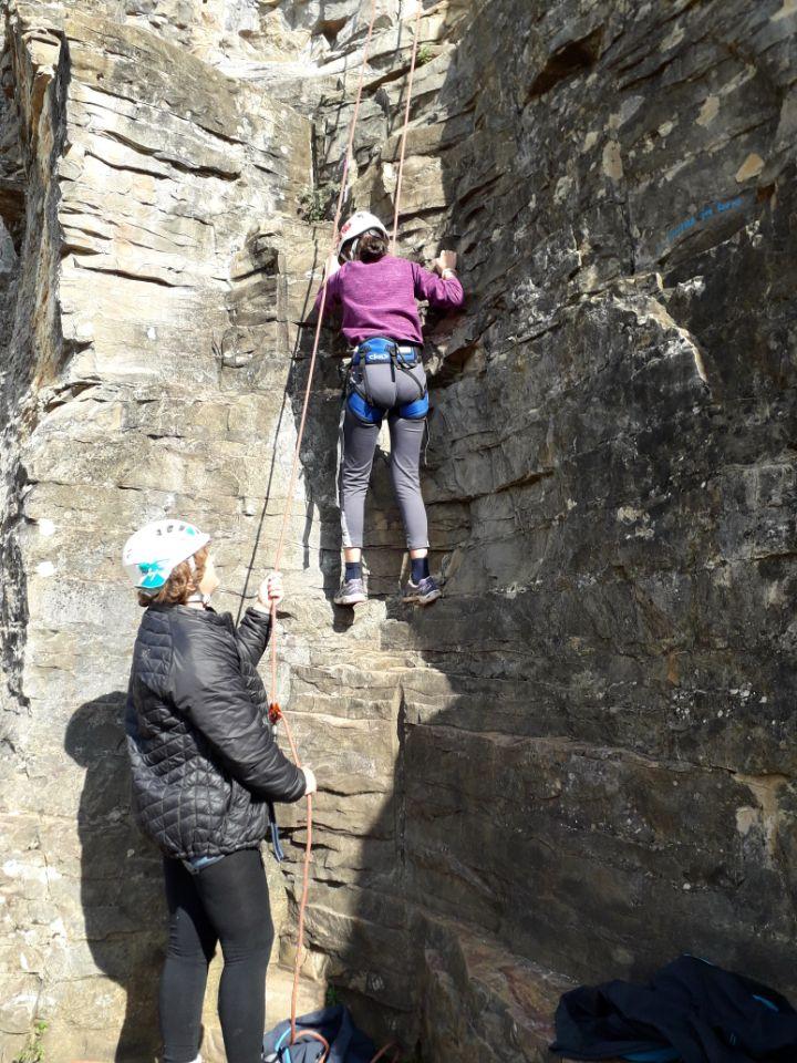 Sortie escalade en falaise à Verna, pour les jeunes du club.