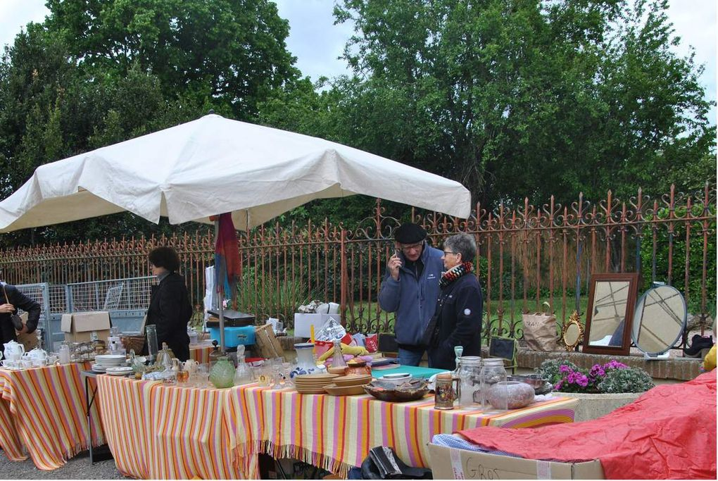 Vide grenier à St Paul-Sur-Save / Mercadillo en St Paul-Sur-Save