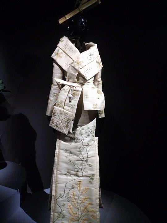 Créateurs contemporains: Yves Saint-Laurent et John Galliano - 3 photos