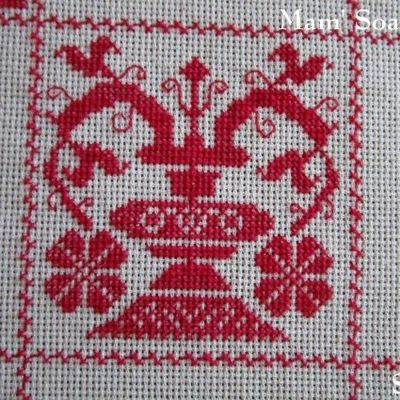 SAL : Plaid Broderie Rouge... Grille 25 / J6