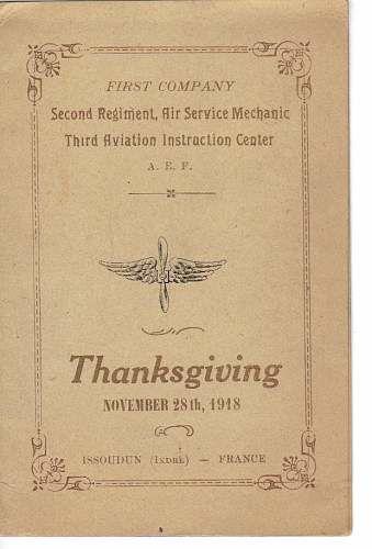 «Qu'avez-vous fait pour Thanksgiving ? De mon côté, j'ai été bien traité avec de l'oie, de la tarte à la courge et plein d'autres bonnes choses. J'aimerais recevoir des photos de la famille car, en ce qui me concerne, j'ai le droit d'envoyer la mienne. » JC Holland 11/17)