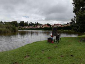 Repas tiré du sac au lac de Fermanville à Charvieux-Chavagneux