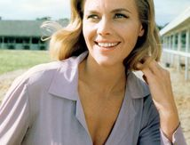 Bond Girl aux Bottes de Cuir : Honor Blackman
