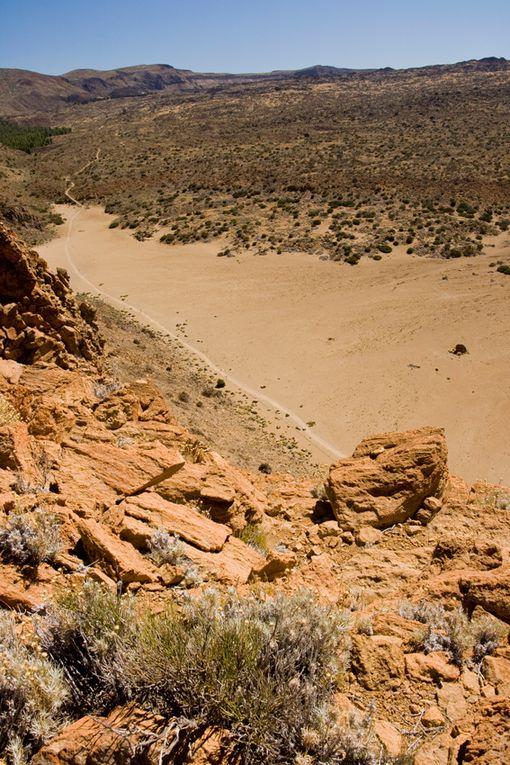 Immense parc volcanique. Parc national d'une beauté exceptionnelle. Le TEIDE, point culminant de l'Espagne.