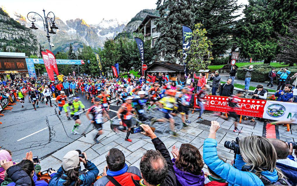 Le foto sono state gentilmente rese disponibili alla stampa dall'organizzazione del The North Face® Ultra-Trail du Mont-Blanc® (10^ ed.). Sono immagini belle ed emozionanti. Alcune profondamente suggestive: tutte, da quelle della folla di atleti ch