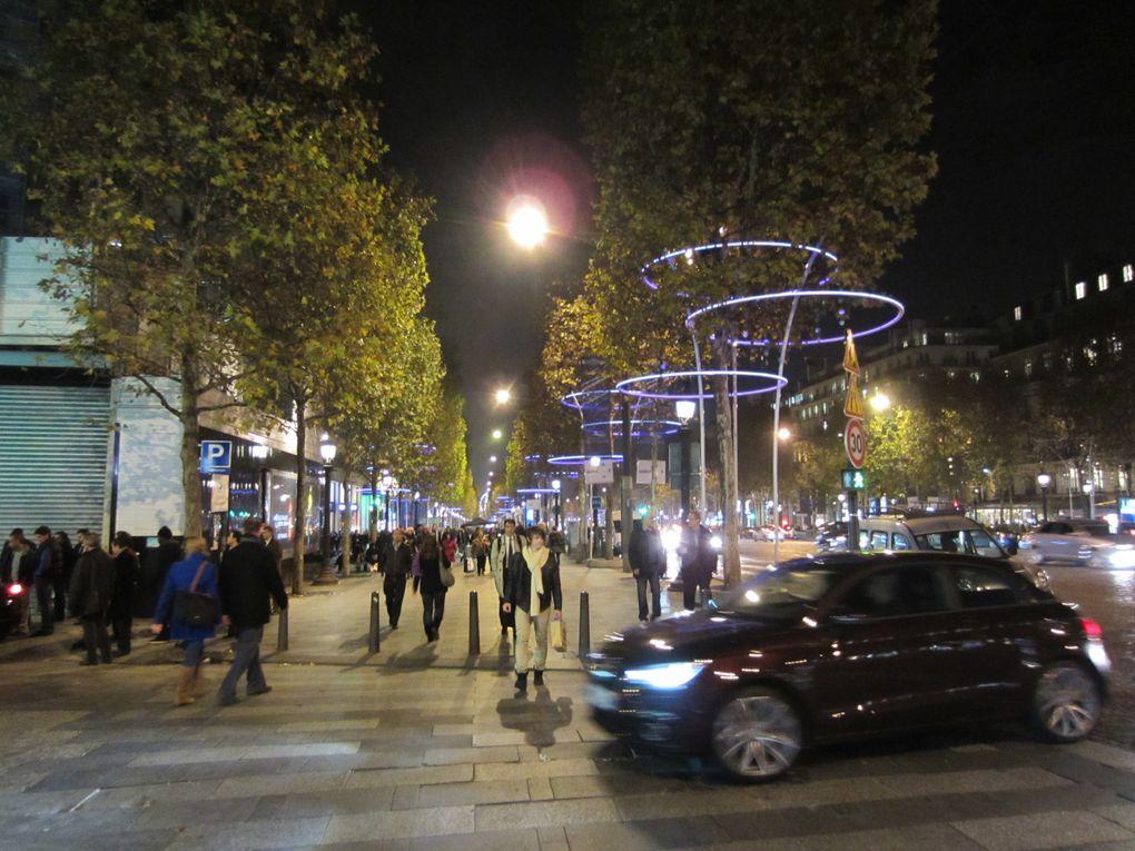 Illuminations de la Ville et décorations de Paris - Avenue des Champs-Élysées(France),Milano (Italia), Lyon (France), Bucarest (Roumanie),...