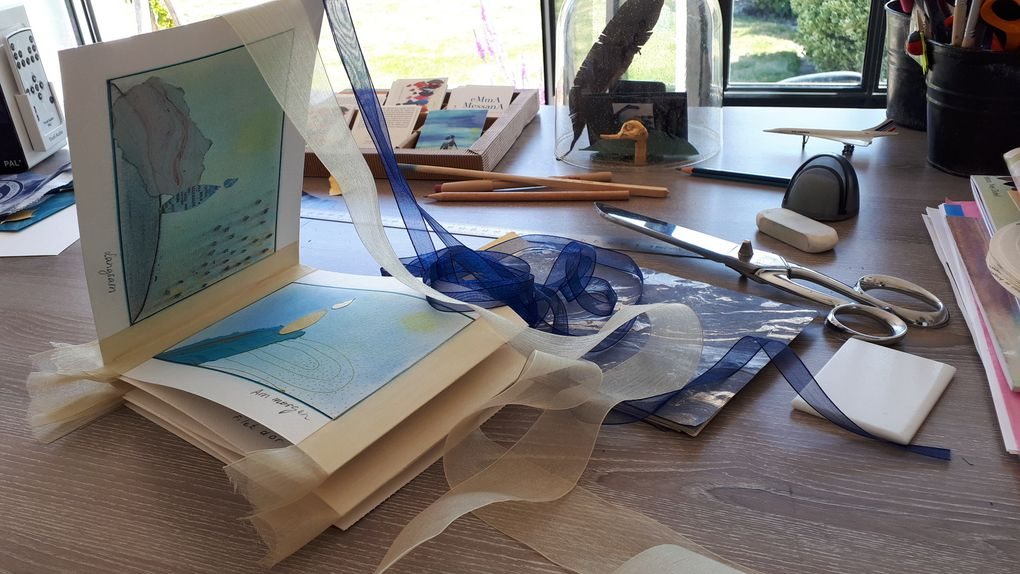 """Faites défiler le diaporama : peu à peu la construction du livre-objet, dans mon micro-atelier chéri. Leporello N°7 """"Ruhe"""", pièce unique © eMmA MessanA"""