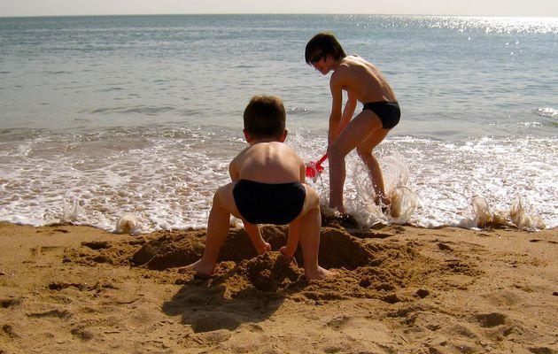 Une histoire de sable, de pâtés et de chance.