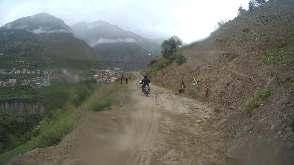 La montée vers le monastère de Kardang