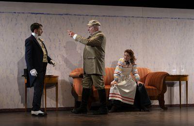 Crise de nerfs   3 farces d'Anton P.Tchekhov  Le Chant du cygne, Les Méfaits du tabac, Une Demande en mariage  Mise en scène Peter Stein