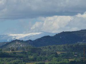 Le mont Ventoux au loin