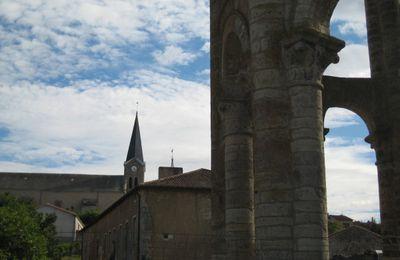 """Charroux et sa Tour """"Charlemagne""""..."""
