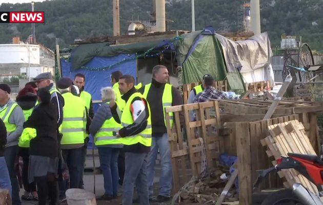 La raffinerie de la Mède, lieu emblématique du mouvement, est toujours bloquée