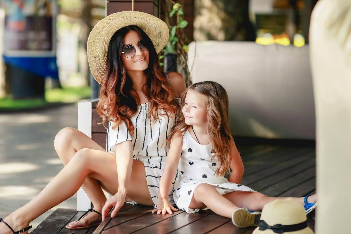 enfant coquette habillée mode comme maman