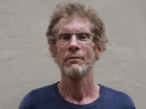 gilles bertin, il s'investit dans le punk au début des années 1980 avec camera silens puis il devient oixicomane et séropositif