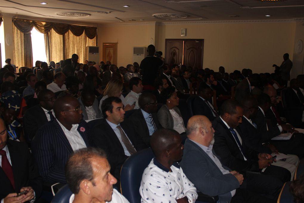 O governador provincial do Uíge, Paulo Pombolo, inaugurando o 4° Fórum de oportunidades de negócios e investimentos, que se realizou nos dias 3-4 de Julho na cidade do Uíge. Estiveram presente, O Dr. Abrão Gourgel, Ministro da Economia de Angola e Sr Kiala Gabriel, Secretário de Estado da Industria. ll