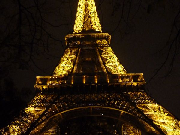 Au pied de notre chère Tour Eiffel.