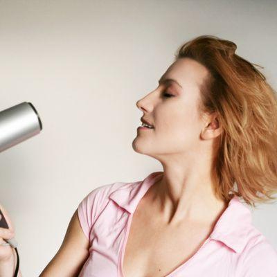 Sèche-cheveux professionnel : comment bien le choisir ?