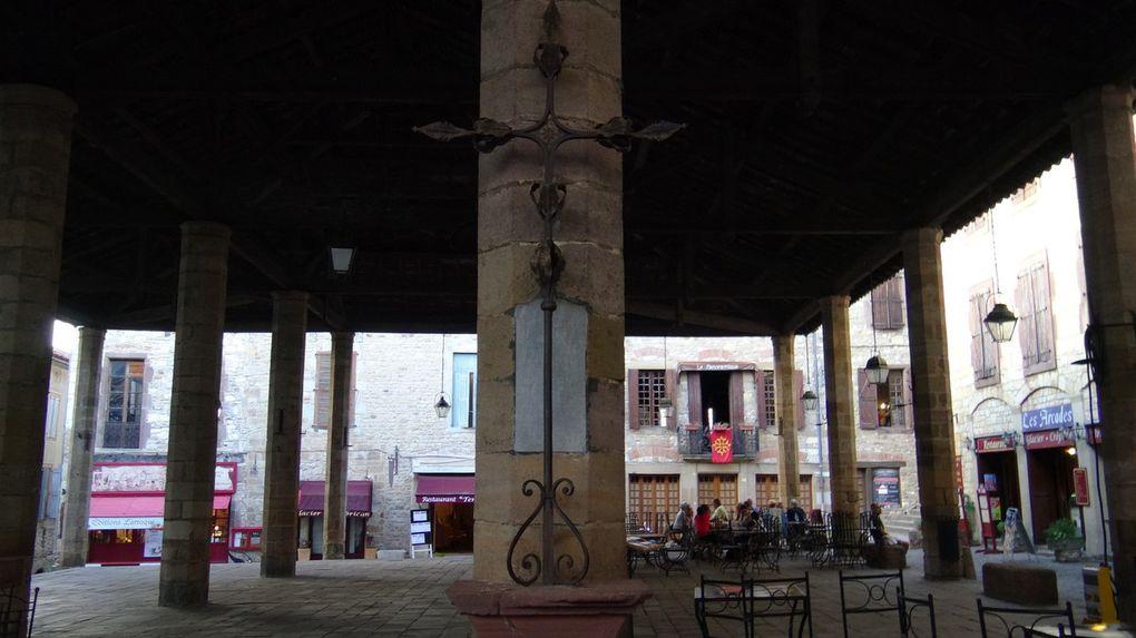 Le puits de cordes, profond de 113m47 transperce de part en part le cœur de la colline de son halo de lumière, telle l'épée de feu et de lumière de l'archange terrassant le dragon. La légende dit que les cordais y jetèrent 3 inquisiteurs et furent punis par le Pape...