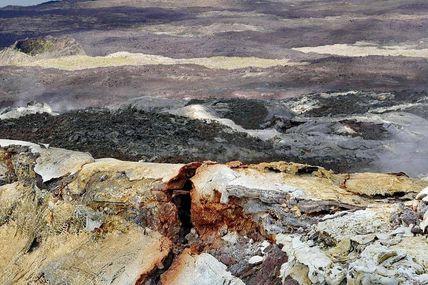Sur les pentes du Volcan.  Découverte du Piton de la Fournaise. #volkaventure.com