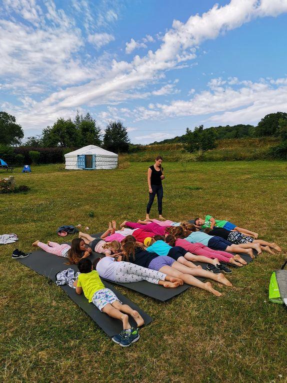 Ce matin, c'est yoga attitude, top!Et hier soir c'était bataille d'eau.