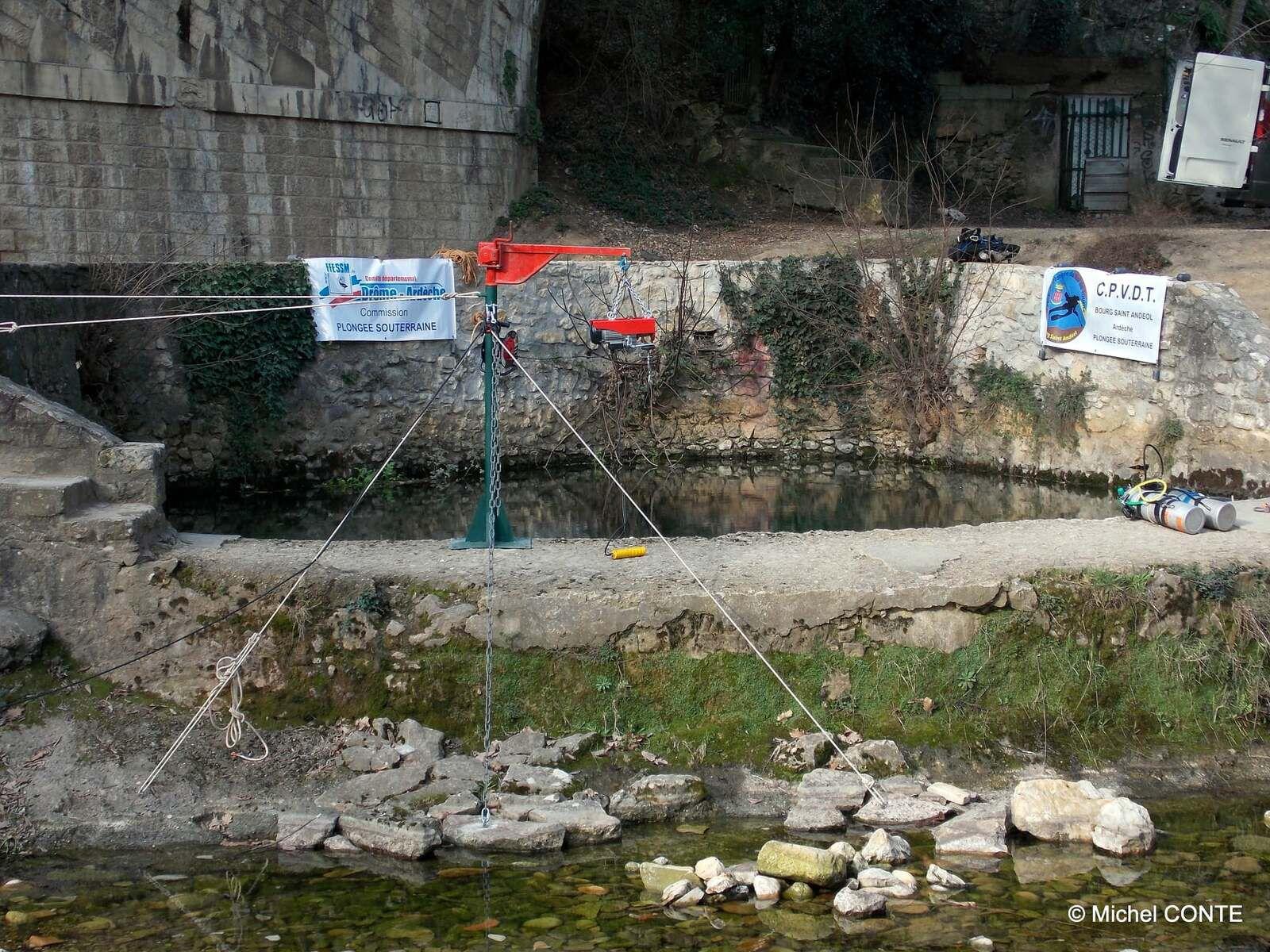 la vasque du Pont, déjà équipée de sa potence & treuil pour sortir les galets