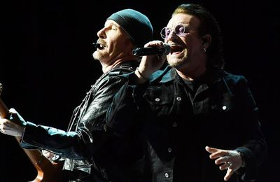 "Bono et The Edge de U2 reprennent ""Stairway to heaven"" de Led Zeppelin en hommage à leurs roadies"