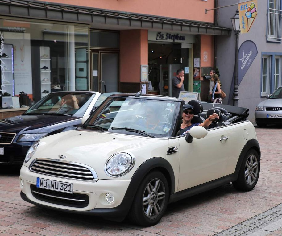Frauenunion-Cabrio-Tour mit MdB Paul Lehrieder machte Eis-Halt in Veitshöchheim