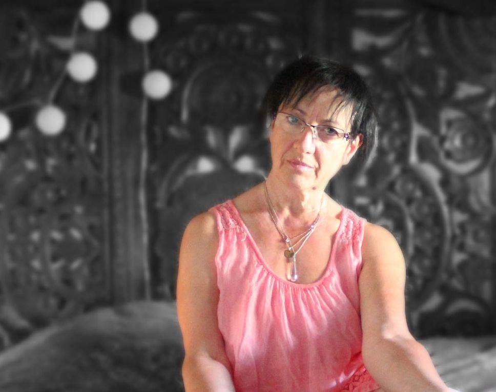Emilie COUSIN, peintre et sculpteur   Christine HANOT, photographe dans le Jardin d'Iris route de Bracieux.
