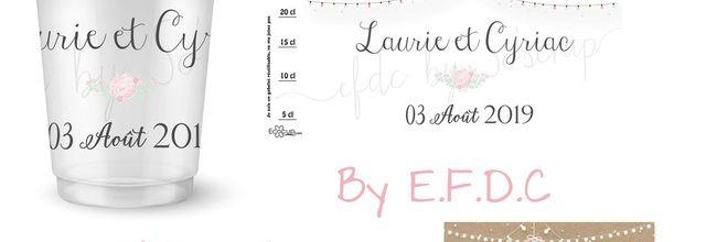 Le design du gobelet réutilisable et étiquette bouteille adhésive de Laurie et Cyriac assorti au faire part de mariage
