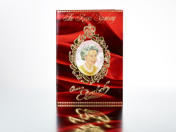 First Perfume-Art Work by Heiko Saxo Golden Hearts Never Die (Heiko Sachse): Queen Elizabeth Perfume Artwork