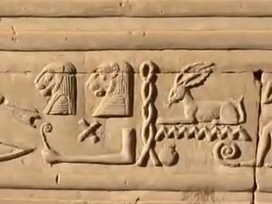 The pyramid code : A different story about ancient Egypt and our origins. [VO]