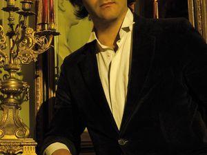 maxence cyrin, un pianiste français de formation classique et compositeur vivant à paris