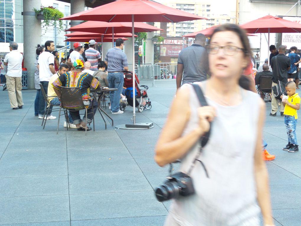 Bain de foule dans Kensington market, le quartier chinois et Dundas Square