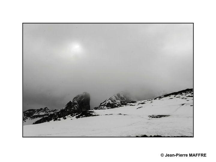 Un décor tout en noir et blanc.